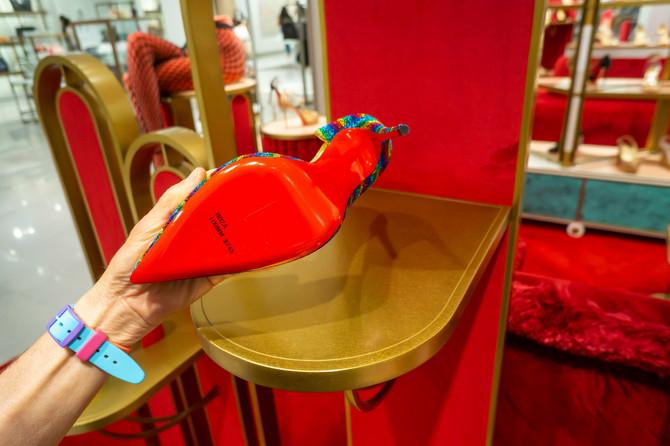 Crvena potplata je zaštitni znak Kristijan Lobutin cipela