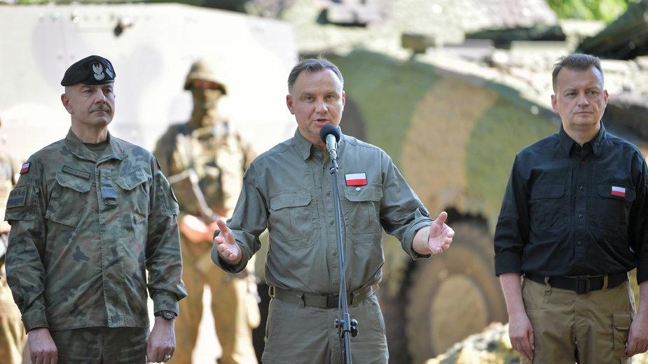 Gen. Andrzejczak nadal będzie dowodził polską armią. Prezydent i szef MON uzgodnili polityczny konsensus