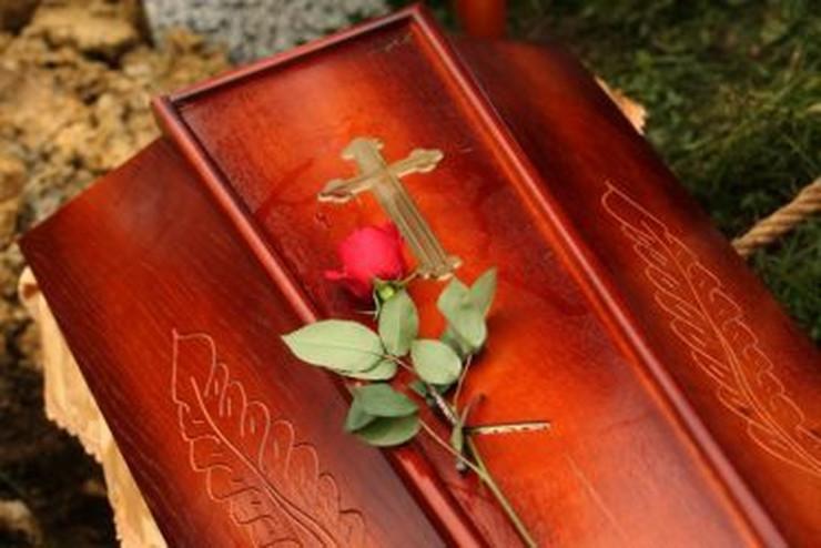 groblje-sahrana-sanduk-pogreb-374x250