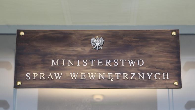 W 2016 r. podwyżki po 200 zł dla funkcjonariuszy służb MSWiA