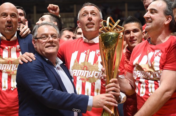 Slavlje crveno-belih posle osvajanja ABA titule i povratka u Evroligu