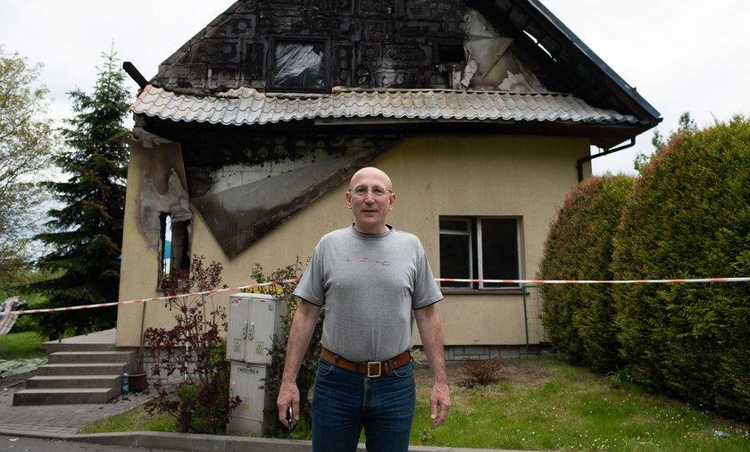 Pan Maciej Dembkowski (53 l.) jest założycielem zbiórki na odbudowę domu.
