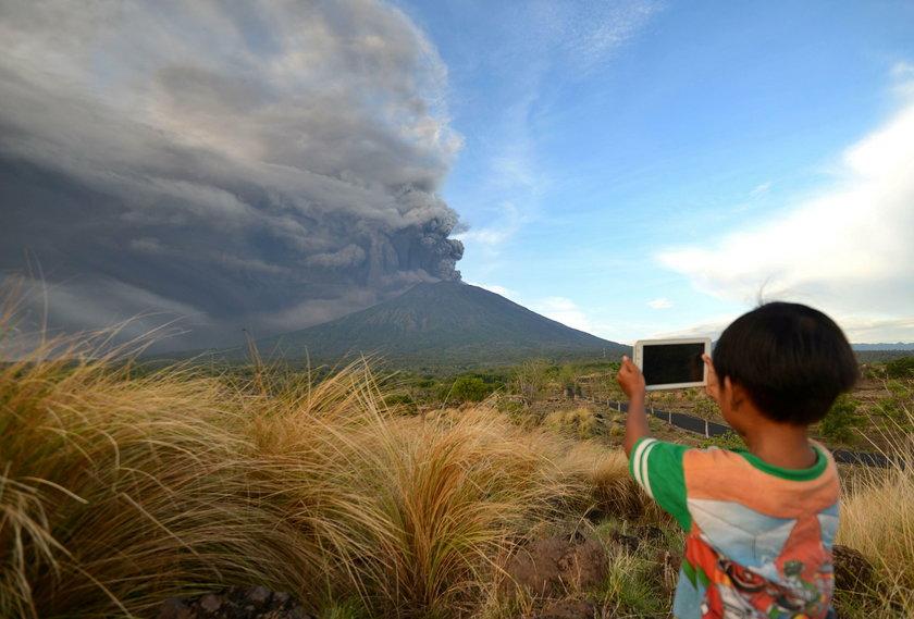 Mieszkańcom Bali zagraża przebudzony wulkan Agung