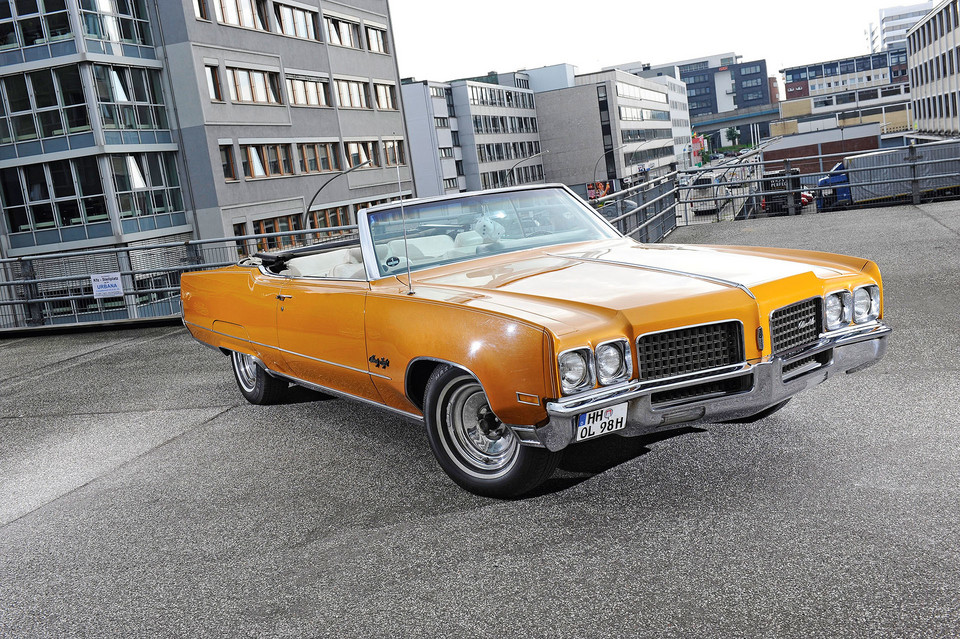 Oldsmobile 98 Convertible - 23,5 l/100 km