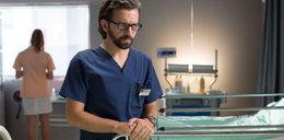 """Bart w """"Na dobre i na złe"""" zasłabnie na sali operacyjnej. Lekarz skrywa mroczny sekret"""