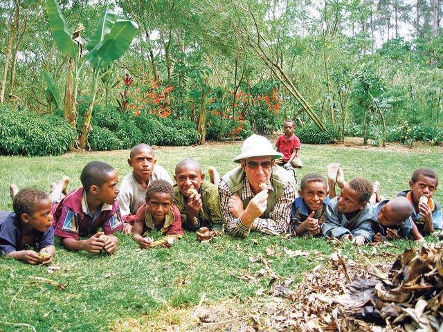 I sam je bio dobrodušno veliko dete: sa afričkom decom