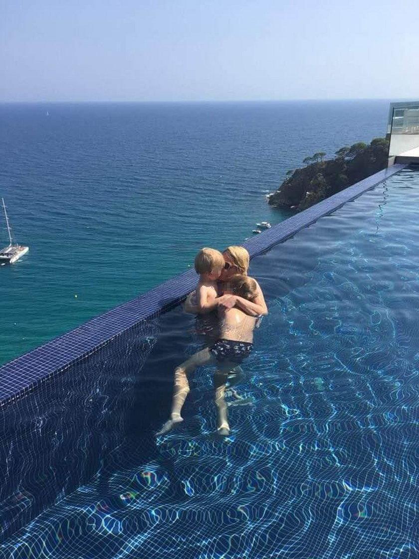 Jak oni się kochają! Żona polityka pokazała zdjęcia z wakacji
