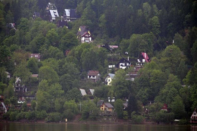 150 domów zjeżdża do jeziora