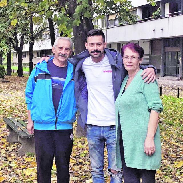 Milan Vasić sa roditeljima