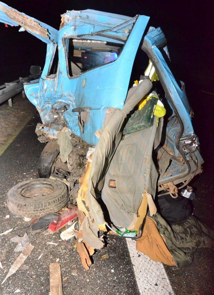 Wypadek na S3. W stojącego busa uderzyła ciężarówka