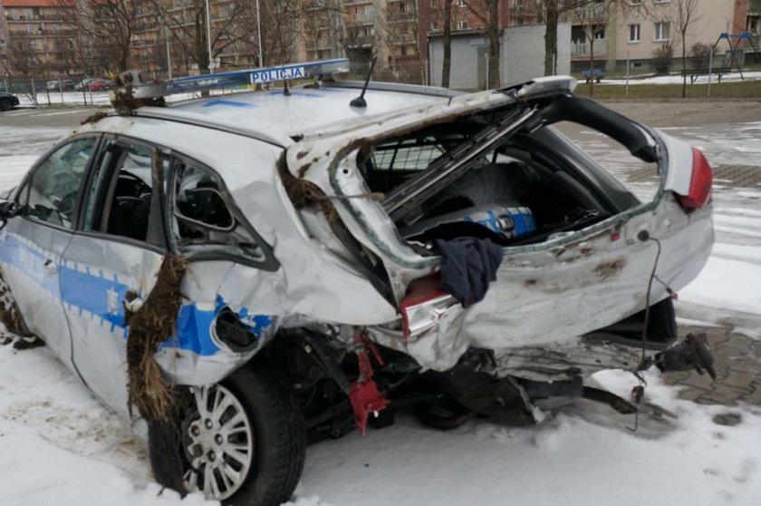 Wjechał radiowóz, ranni policjanci