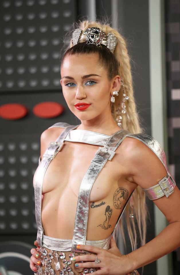 Mily Cyrus Sex oralny