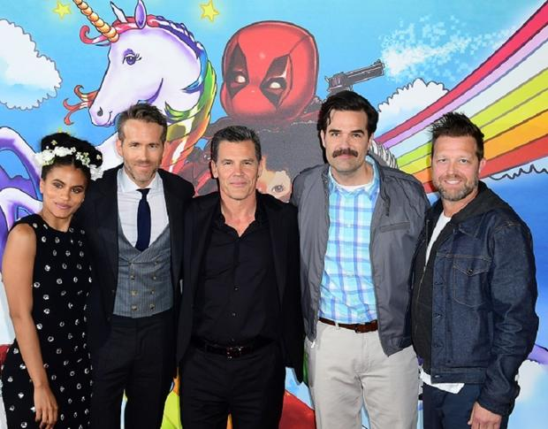 David Leitch (jobb szél) a Deadpool 2 szereplőivel