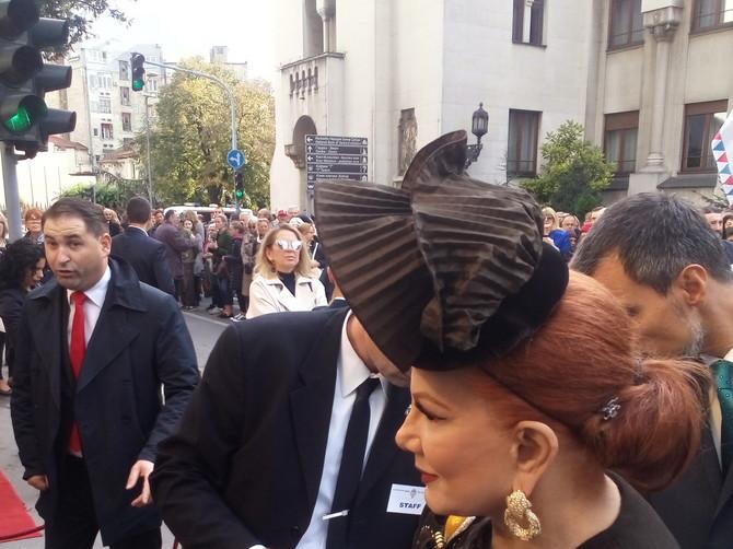 Kombinacije koje su plenile pažnju Beograđana: Na kraljevskom venčaju ovi svatovi su se istakli MODNIM DETALJIMA