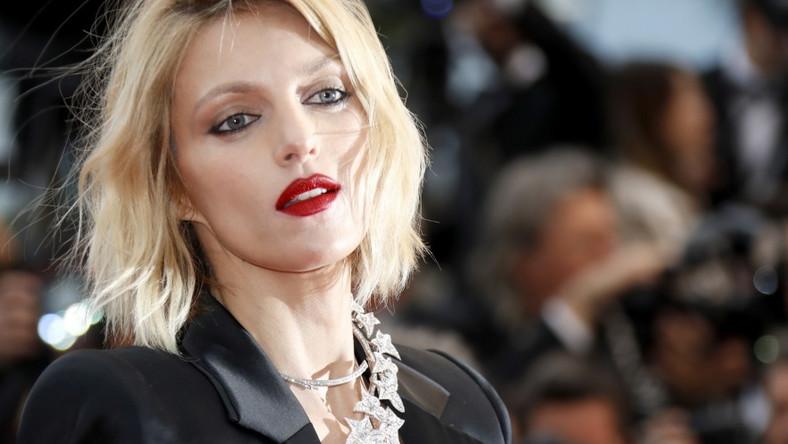 Modelka trzy ostatnie wieczory (od poniedziałku do piątku) spędziła na czerwonym dywanie festiwalu w Cannes...