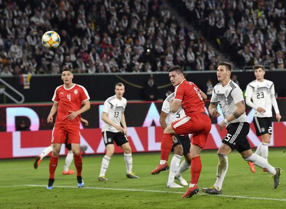 Trenutak kada Luka Jović postiže pogodak za Srbiju protiv Nemačke
