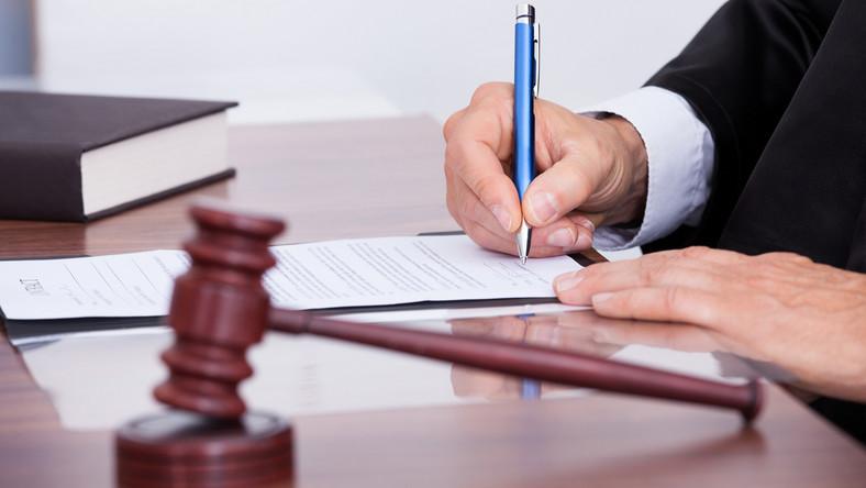 sąd sędzia prawo wyrok