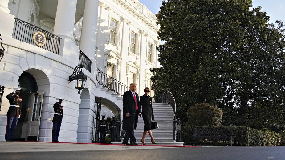 Donald i Melania Trump opuszczają Biały Dom