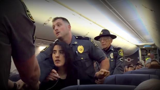 Kobieta usunięta siłą z samolotu z powodu... alergii na psy
