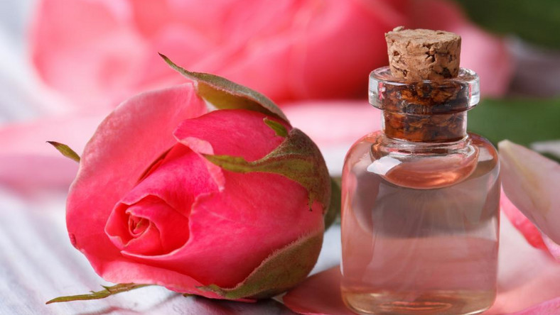 Rose water (medicalnewstoday)
