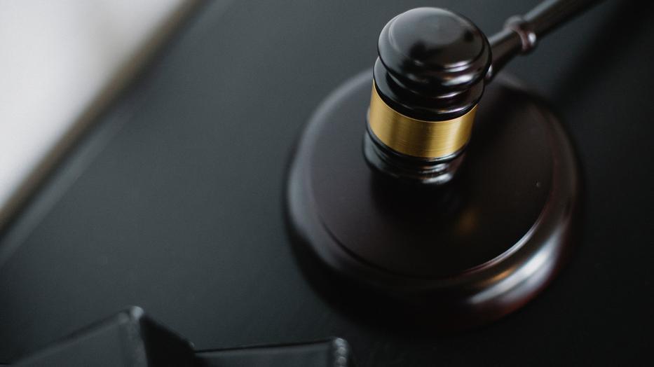 Nem jogerősen 705 ezer forint pénzbüntetésre ítélték az álhírterjesztő férfit./ fotó: pexels