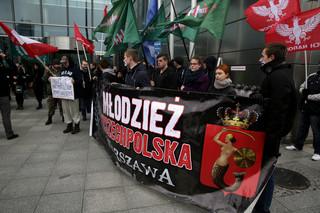 Warszawa: Narodowcy protestowali przed siedzibą Facebooka