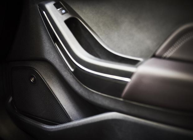 Ford Fiesta z systemem B&O Play. W drzwiach zmieszczono 16 cm woofery, czyli głośniki średnioniskotonowe