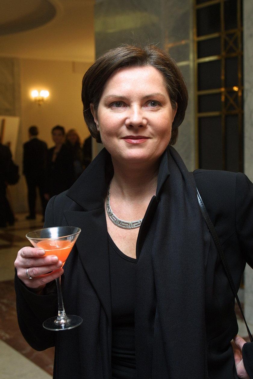 Agnieszka Kotulanka z kieliszkiem