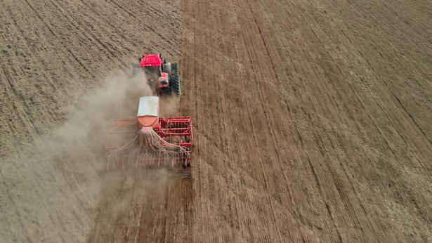 Według PIE istotny wpływ na zmiany w sektorze rolnym, w tym na postęp technologiczny, miał wzrost poziomu wykształcenia członków gospodarstw rolnych