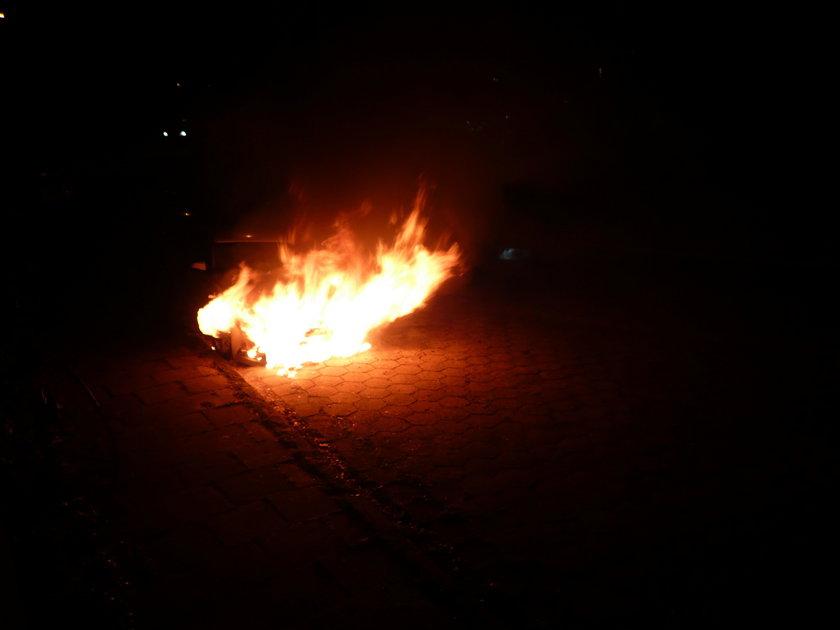 Pożar samochodu na Jachowicza w Łodzi