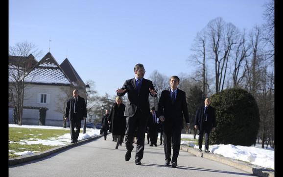 Aleksandar Vučić i Miro Cerar tokom šetnje kompleksom u Brdu kraj Kranja