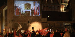 Nie ma Go już miesiąc... Gdańszczanie po raz kolejny oddali hołd Pawłowi Adamowiczowi...