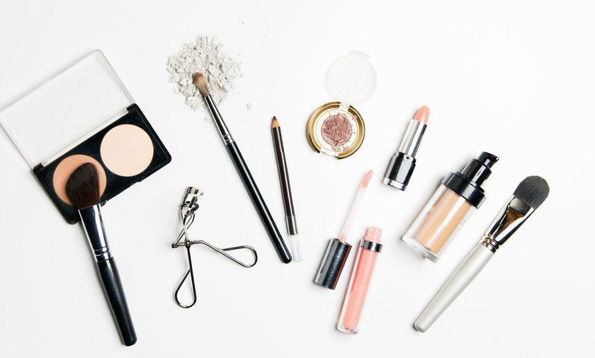 Karnawałowe makijaże - gdzie kupić kosmetyki?