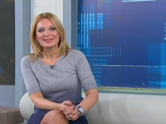 Poznata voditeljka BEZ ŠMINKE i sa novom frizurom: Da li dobro izgleda u tom izdanju?