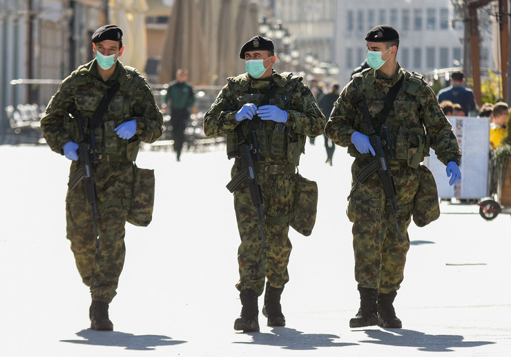 Novi Sad0201 Vojne patrole vojna policija vandredno stanje zbog korona virusa foto Nenad Mihajlovic