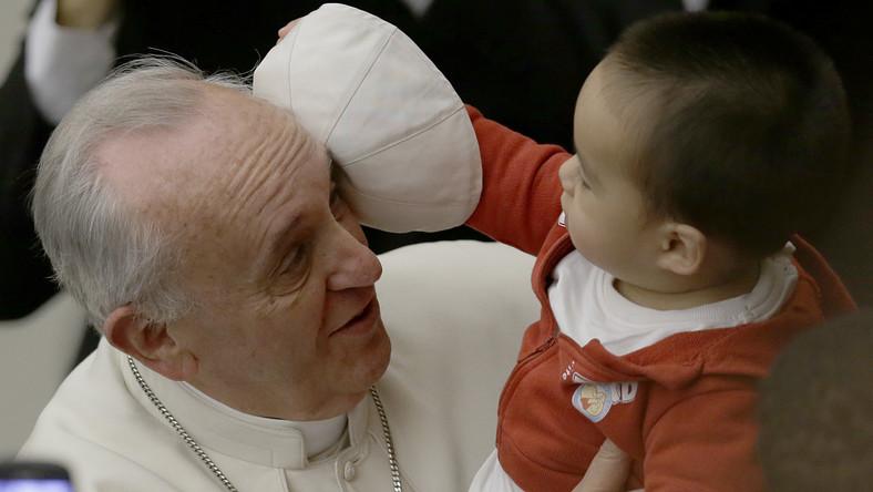 """Redaktor naczelna """"Time'a"""" Nancy Gibbs podkreśliła w programie """"Today"""" w telewizji NBC, gdzie ogłosiła wybór redakcji swego tygodnika, że papież w niezwykły sposób odmienił ton i postrzeganie jednej z najpotężniejszych na świecie instytucji."""