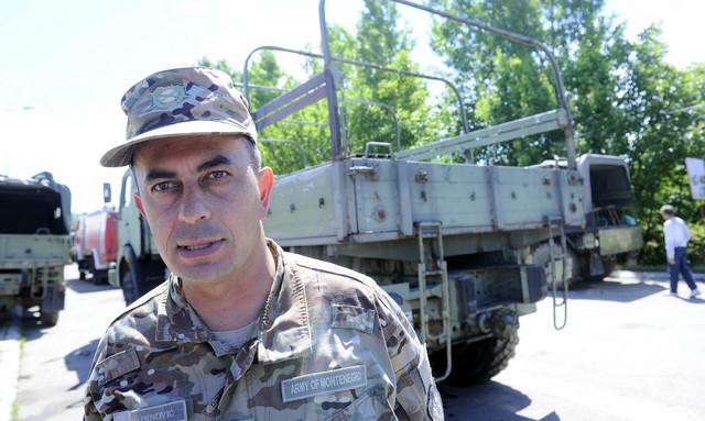 Zoran Vukadinović: Pripadnici Vojske Crne Gore su došli u Obrenovac da pomognu