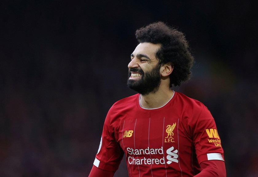 Salah wywijał na weselu z maseczką pod brodą