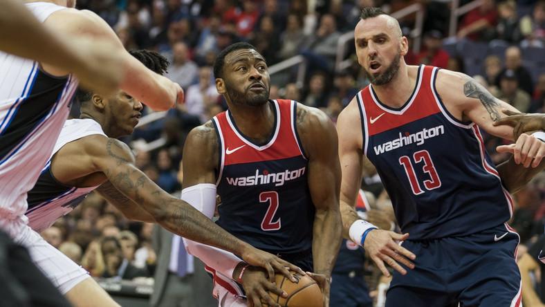 Koszykarze umawiający się na randki