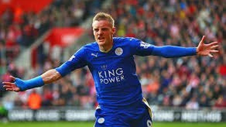 Striker signs new contract with Leicester