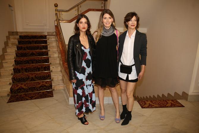 Tamara sa kolegincama, mladim glumicama