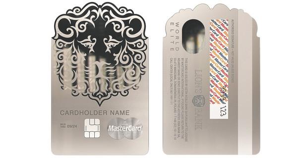 Metalowa karta Lion's Banku waży 25 gramów