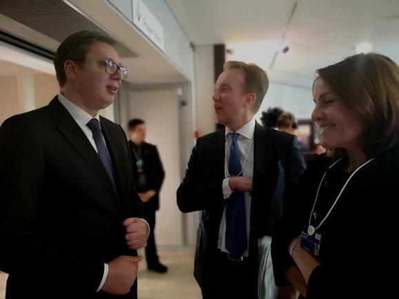 Vučić sa Berge Brende, predsednikom Foruma Davos i Martinom Larkin, članom izvršnog odbora