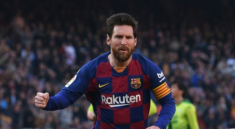 Defiant Messi gives troubled Barca hope of Champions League glory