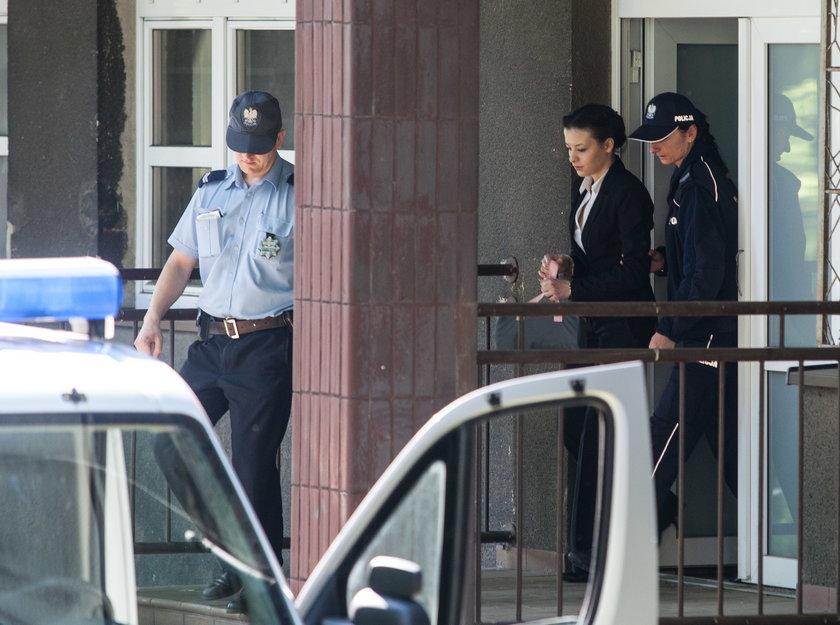 Katarzyna Waśniewska w drodze do sądu