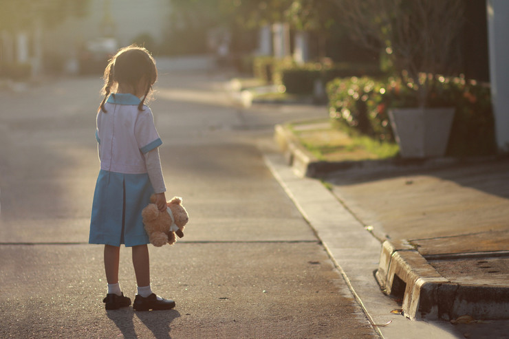 Dete, devojčica, tužna, igračka, deca