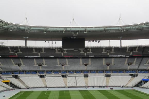 Semafor veličine teniskog terena na stadionu