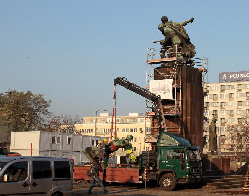 Kontrowersyjny pomnik nie wróci na pl. Wileński