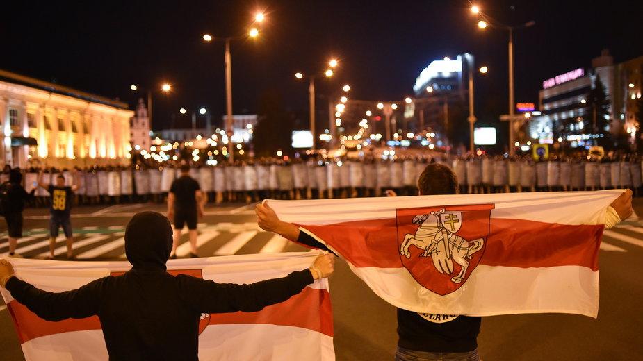 Demonstrujący w Mińsku