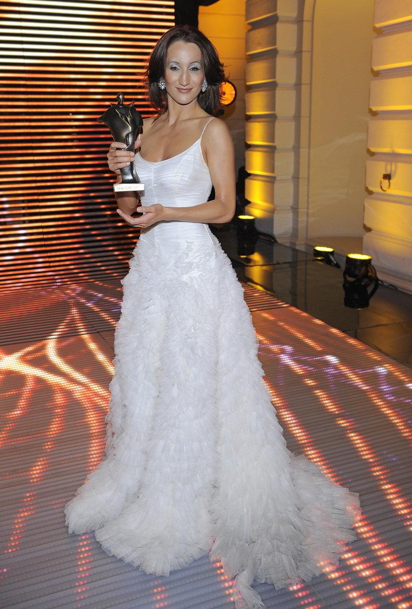Justyna Steczkowska w białej sukni